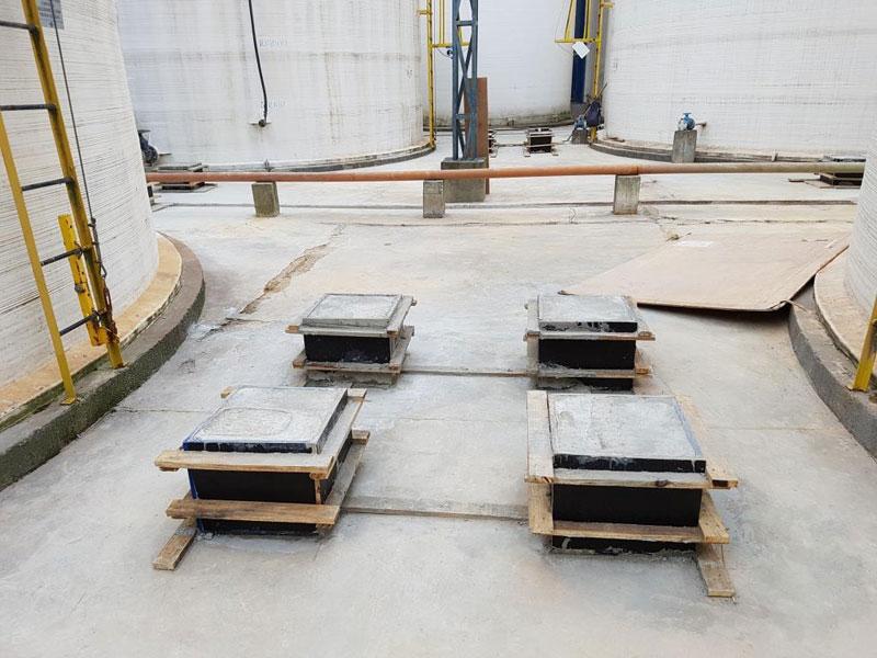 Bases com estacas profundas para suporte de estruturas metálicas e tubulações industrial