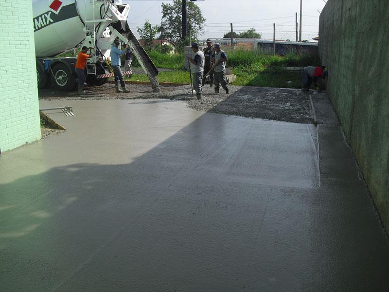 Construção de 3000m² de piso de concreto armado