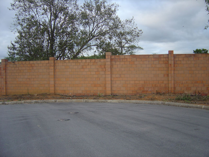 Construção de muros em condomínio